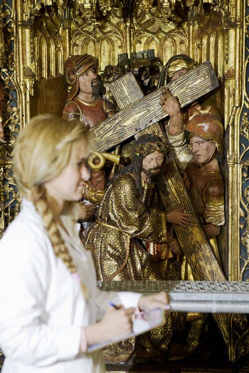 El Altar Mayor de la Catedral de Sevilla recupera su esplendor y su tono dorado tras 26 meses de restauración. Foto: Pepo Herrera