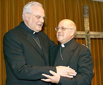 El cardenal Amigo y el arzobispo de Valladolid, Ricardo Blázquez. / EFE