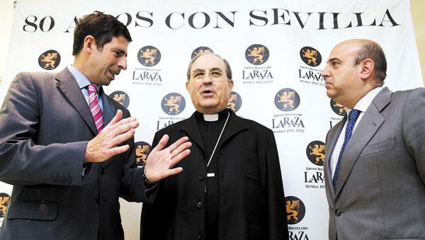 Monseñor Juan José Asenjo en el almuerzo organizado este miércoles por el Grupo La Raza. / Pepo Herrera