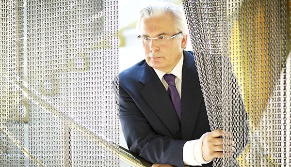 Baltasar Garzón posa en las instalaciones del hotel Ayre Sevilla, donde ayer presentó una nueva asociación judicial. / Pepo Herrera