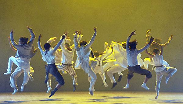 La obra del coreógrafo israelí pondrá a bailar sobre las tablas del Teatro Central a 14 artistas.