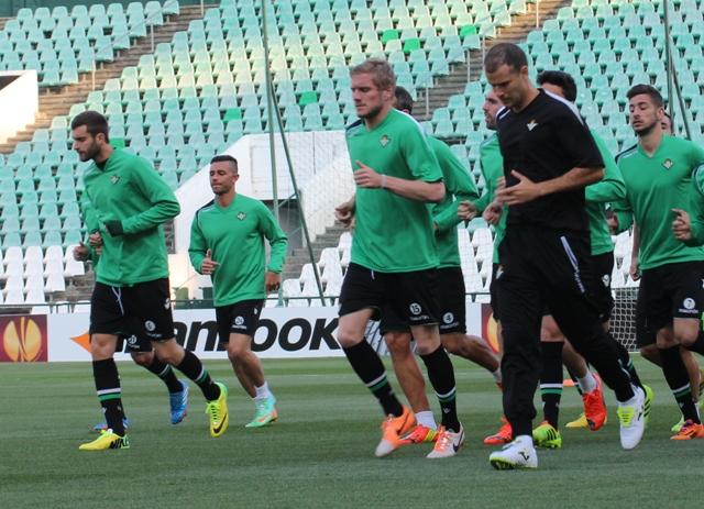 Baptistao (a la izquierda) corre junto a los demás en el entreno de este miércoles / Real Betis