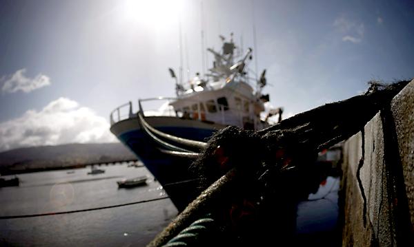 Con la firma del rey de Marruecos se despeja la actividad pesquera para los barcos andaluces. / EFE