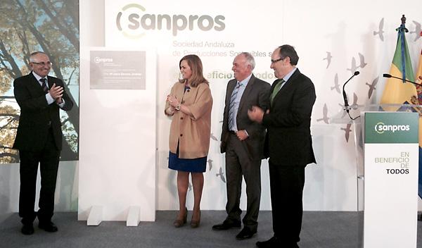 La empresa Sanpros inauguró ayer de forma oficial sus instalaciones en el PAMA, con el apoyo de la consejera de Medio Ambiente.