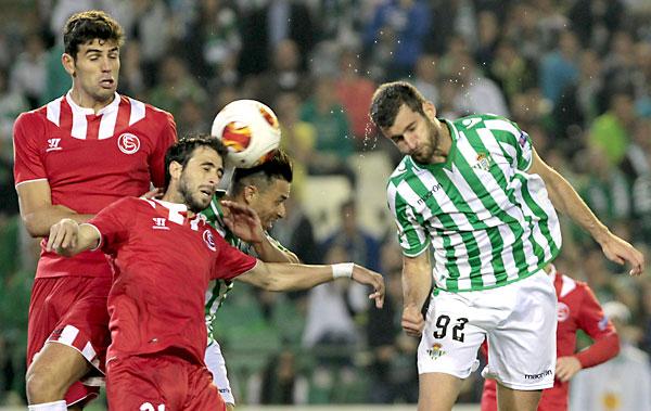 Euroderbi SevillaFC - Betis. / Foto: Julio Muñoz