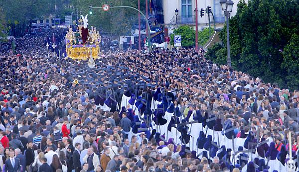 La hermandad de la Estrella ha solicitado a la banda del Cristo que adelgace su formación en Carrera Oficial. / Rodríguez Aparicio