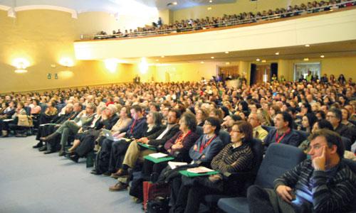 Un millar de laicos participó ayer en el I Encuentro de Misión Compartida, celebrado en el Colegio Nuestra Señora del Recuerdo de Madrid. / Foto: Irene Gutiérrez y Cristina Arredondo
