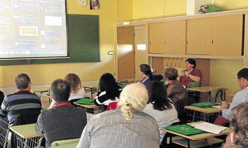 Un grupo de laicos atiende las explicaciones sobre la importancia de las redes sociales. / Foto: Irene Gutiérrez