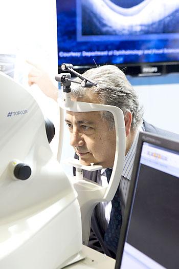 La vista del alcalde de Sevilla fue también analizada con una de las máquinas mostradas en el congreso. / Pepo Herrera