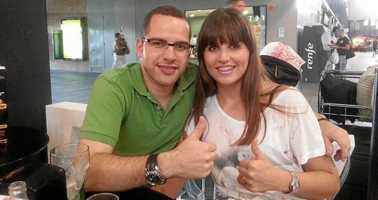 El emprendedor palaciego y director de IBOS, Francis Rodríguez, y su novia, Esther Ayala, antes de tomar rumbo a Chile.
