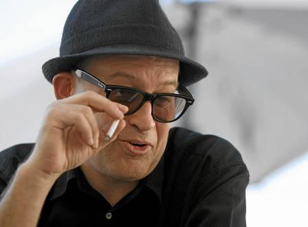 Julián Hernández, de Siniestro Total, sigue escribiendo su historia tras toda una vida dedicada a la música.