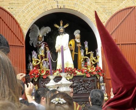 El titular de la Hermanda de la Humillación, Jesús del Soberano Poder, en su salida de ayer. / Alba Poveda