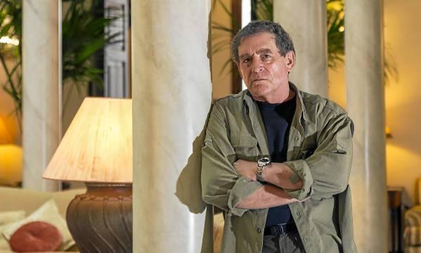 El periodista AlanWeisman promociona estos días su nuevo libro, La cuenta atrás. / José Luis Montero