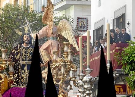 Nuestro Señor en el Huerto, de la hermandad de Monte-Sión, volvió a dejar estampas tan bellas como esta. / Pepo Herrera