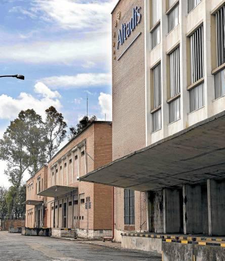 El Ayuntamiento se quedará, según el preacuerdo, con el edificio principal y la capillla. / Jose Luis Montero