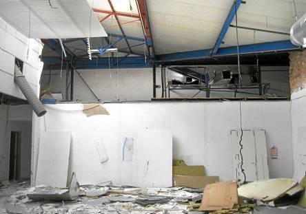 En este lamentable estado fueron entregadas las dependencias de la Policía Municipal en la Cartuja a Detea.