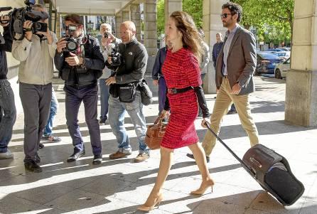 La jueza Alaya entrando en los juzgados de Sevilla hace unos días. / Julio Muñoz (EFE)