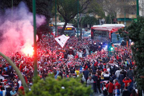 La afición del Sevilla estará con su equipo una vez más lejos de casa (Iñigo Hidalgo).