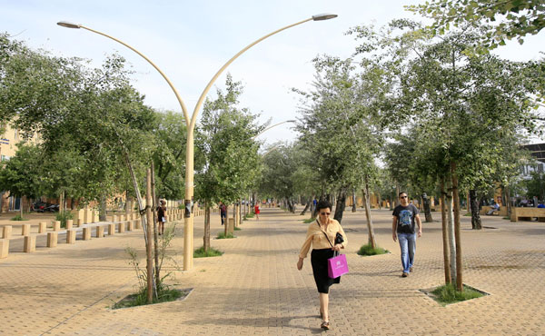 La Alameda de Hércules, uno de los lugares donde el alcalde proyecta un aparcamiento rotatorio. / José Manuel Cabello
