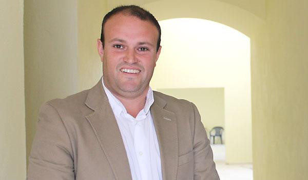 Álvaro Lara tiene 33 años y gobierna desde 2011 con mayoría absoluta el Ayuntamiento de El Ronquillo, siendo el alcalde más joven del Norte de la provincia.
