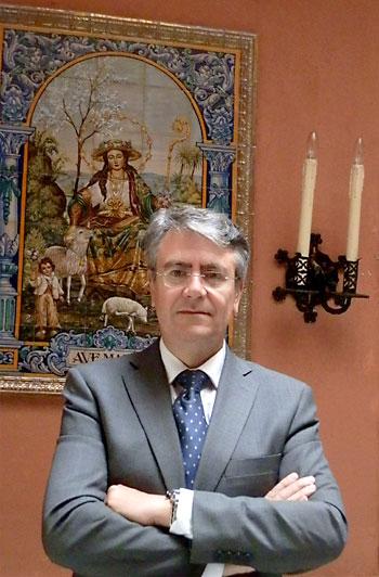 Antonio Arias Solís es desde 2010 hermano mayor de la Hermandad de la Divina Pastora de Almas de Cantillana.