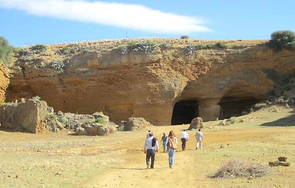 Paraje de la Cueva de la Batida, en la localidad sevillana de Carmona.