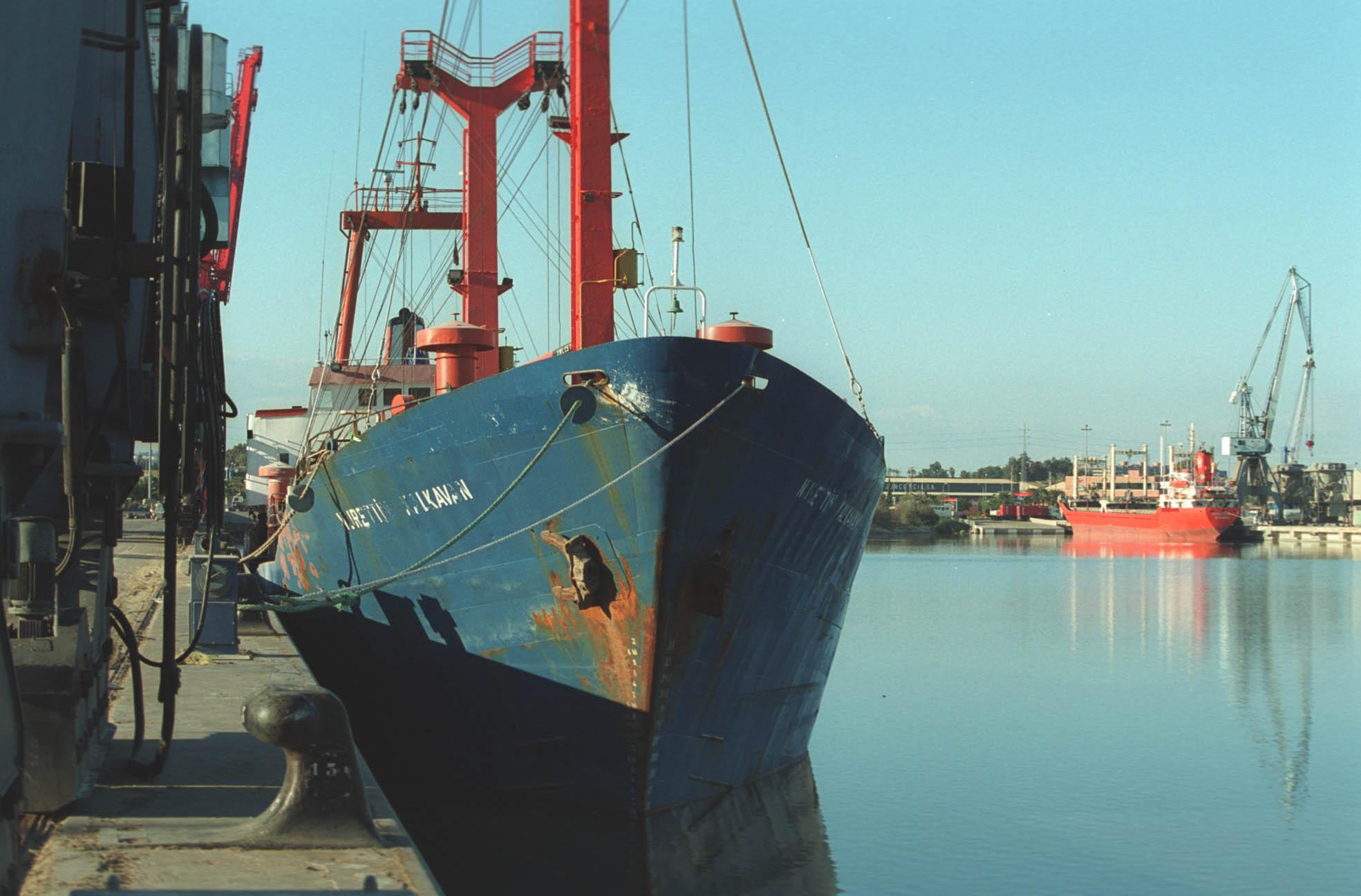 El Puerto necesita el dragado de profundización en el tramo navegable del río para que entren barcos más grandes. / David Estrada