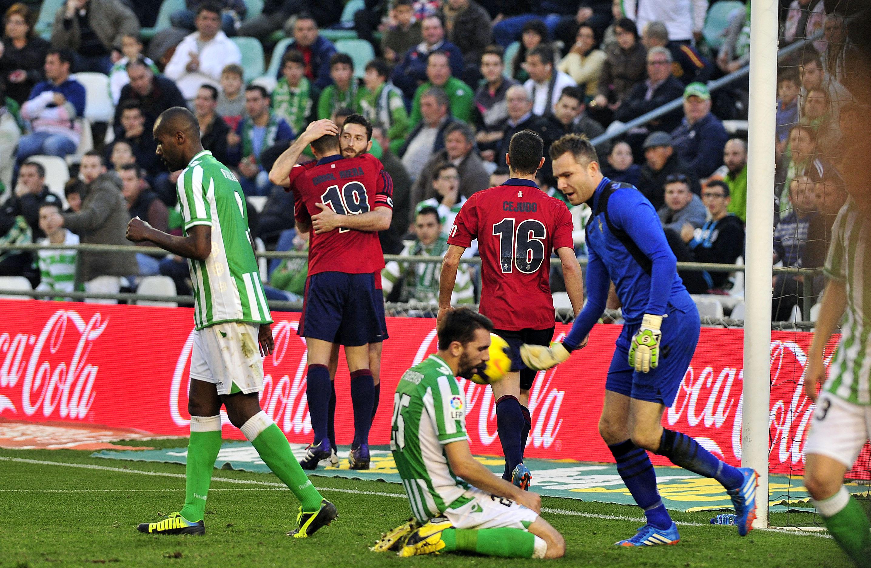 Jordi lamenta el autogol que se marcó ante Osasuna, uno de los tres suyos esta temporada / Kiko Hurtado