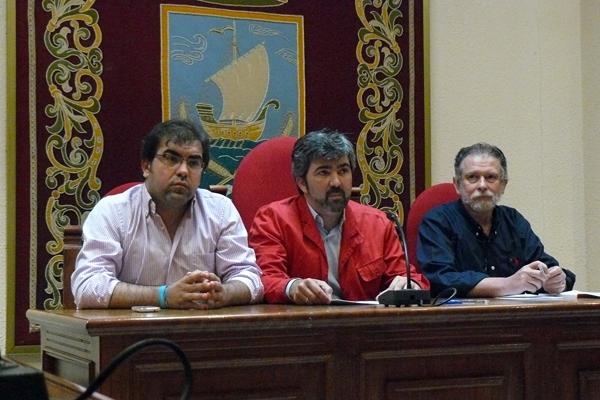 El primer teniente de alcalde, Andrés Parrado, el alcalde, Modesto González, y el delegado de Salud, Antonio Bizcocho.