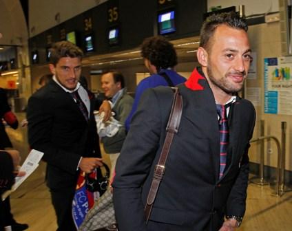 Beto, esta mañana en el aeropuerto de Sevilla. / Ramón Navarro