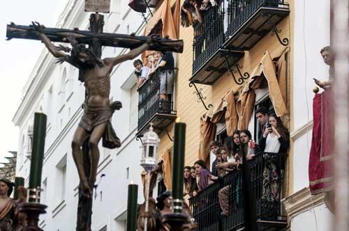 El Cristo de la Vera-Cruz es la talla más antigua que procesiona en la Semana Santa de Sevilla. Foto: J.M. Paisano
