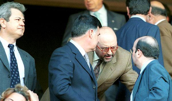 Vallejo, a la izquierda, Viera y Caballos conversan con Gaspar Zarrías en una foto de archivo. / Paco Cazalla
