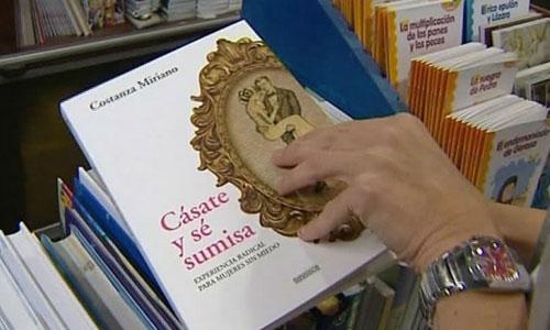 El libro 'Cásate y sé sumisa', editado por el Arzobispado de Granada. / Foto: El Correo