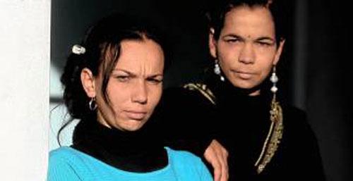 Carina, a la izquierda, junto a su compañera de reparto Lole. / Foto: Antonio Acedo