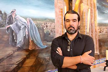 Miguel Ángel González ante su obra para la ermita de Escardiel. / Juan C. Romero