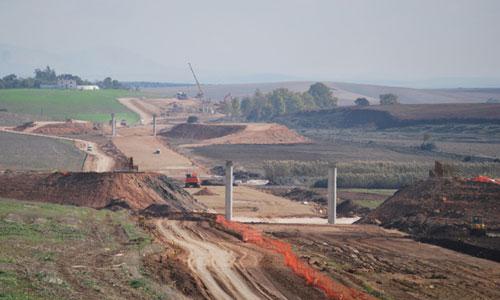 Las obras del AVE Sevilla-Antequera quedaron sin finalizar a pocos kilómetros de Marchena. / Foto: El Correo