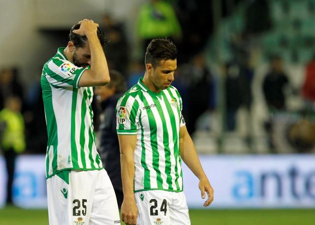 Jordi y Rubén Castro, abatidos tras la derrota ante el Málaga / Ramón Navarro