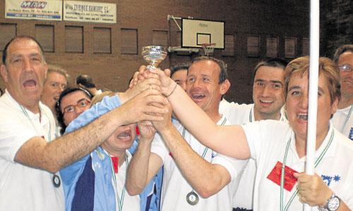 Los campeones de la anterior edición, que se celebró en Marchena. / Foto: El Correo