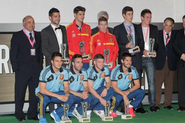 El sevillista Alberto Moreno fue incluido en el Once de Oro 2013 / Carlos Barajas