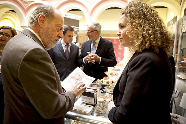 El presidente de la Diputación de Sevilla El presidente de la Diputación de Sevilla, Fernando Rodríguez  Villalobos, inauguró la muestra. / Pepo Herrera