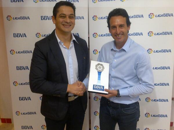 Emery, con su premio (Foto: Sevilla FC).