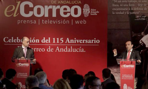 El subdirector de El Correo de Andalucía, Antonio Morente y el consejero de Turismo y Comercio de la Junta de Andalucía,  Rafael Rodríguez. Foto: Pepo Herrera