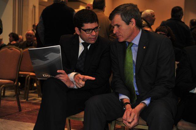 Francisco Estepa charla con Diego García León en la reciente junta de accionistas / Kiko Hurtado