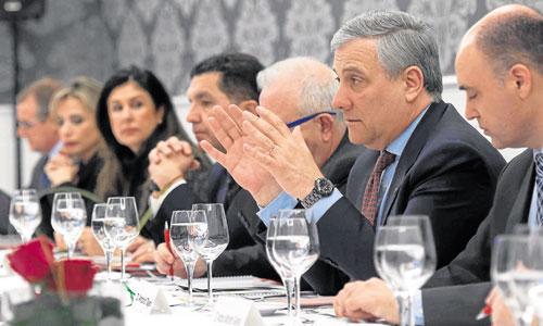 El comisario de Industria y Emprendimiento, Antonio Tajani, en un momento de su intervención en el ciclo Hablemos de Europa. / Foto: J.M. Paisano