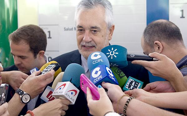 José Antonio Griñán, senador y expresidente de la Junta. / EFE