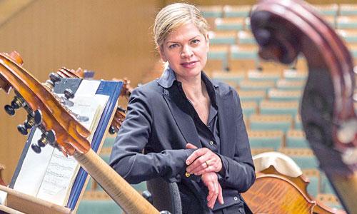 La directora de orquesta Kery-Lynn Wilson, fotografiada ayer en el Teatro de la Maestranza. / Foto: José Luis Montero