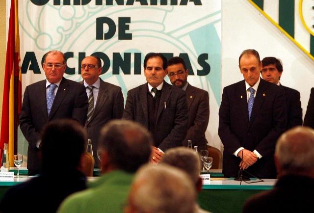 Manuel Castaño, Rufino González y Manuel Ruiz de Lopera, en una junta de accionistas del Betis / Javier Cuesta