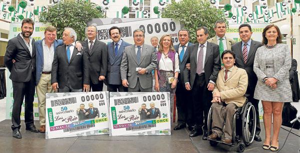 Los del Río, arropados ayer por el alcalde y el presidente del Grupo Morera&Vallejo, Antonio Morera Vallejo, entre otros.