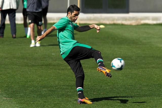 Jorge Molina chuta en un entrenamiento / Ramón Navarro