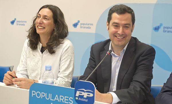 El presidente y la vicepresidenta del PP andaluz, , la vicepresidente del PP andaluz, Loles López (i) y Juan Manuel Moreno, este viernes en Granada. / EFE